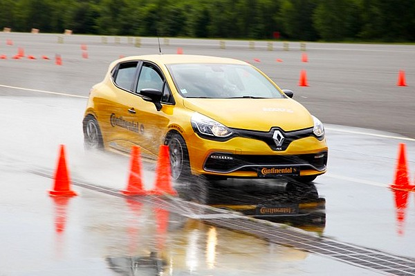 Renault Clio RS, les Conti Satefy Days