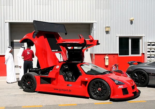 Gumpert Apollo chaussée en Michelin Pilot Super Sport
